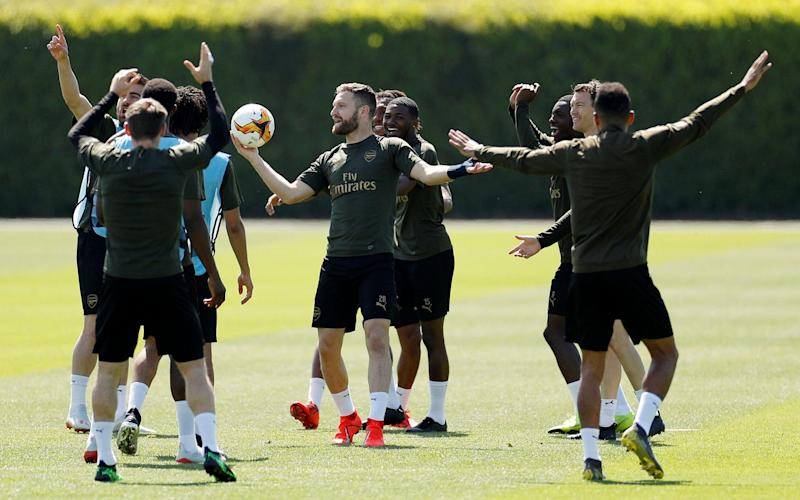 Shkodran Mustafi in training with Arsenal ahead of Wednesday's final - Action Images via Reuters