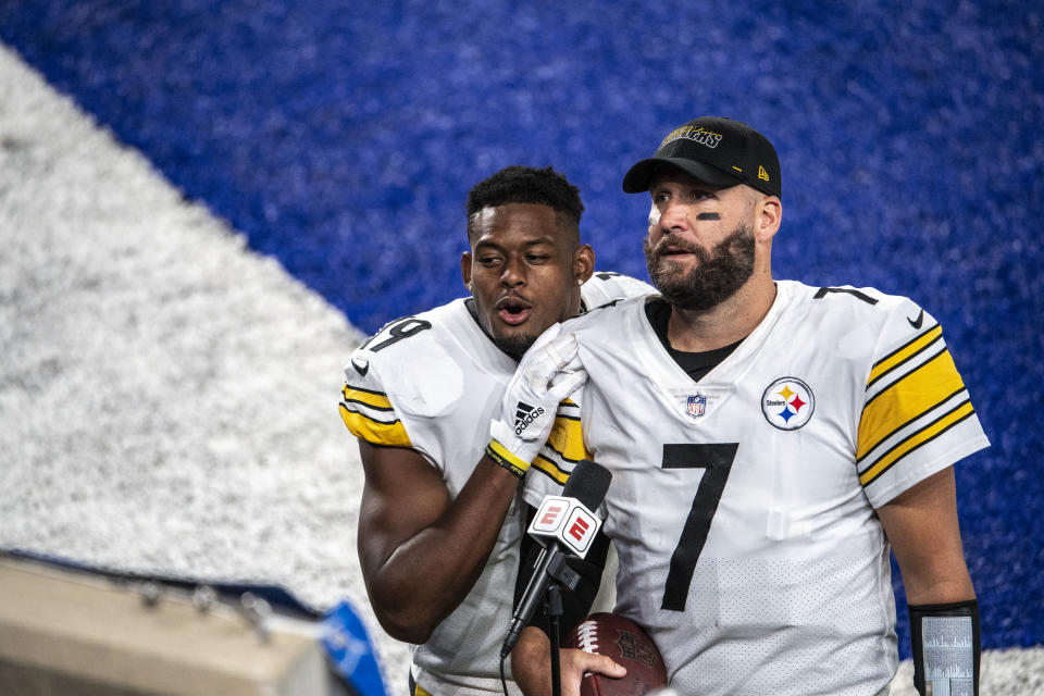 EAST RUTHERFORD, NJ - SEPTEMBER 14: JuJu Smith-Schuster #19 interrupts Ben Roethlisberger #7 of the Pittsburgh Steelers during a television interview after a regular season game against the New York Giants at MetLife Stadium on September 14, 2020 in East Rutherford, New Jersey. (Photo by Benjamin Solomon/Getty Images)