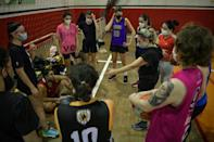 The Fulaninha amateur basketball team practice in Sao Paulo -- more and more Brazilians are following basketball and the NBA, including a large number of women (AFP/NELSON ALMEIDA)