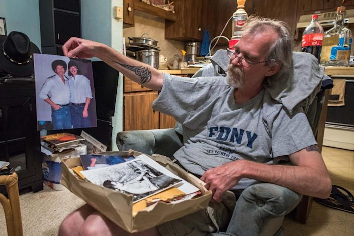 """<div class=""""inline-image__caption""""><p>Steve Ross admiring a picture of his father</p></div> <div class=""""inline-image__credit"""">Courtesy Alston Ramsay</div>"""