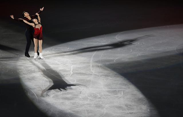 Figure Skating - Pyeongchang 2018 Winter Olympics - Gala Exhibition - Gangneung Ice Arena - Gangneung, South Korea - February 25, 2018 - Sui Wenjing and Han Cong of China perform. REUTERS/Lucy Nicholson