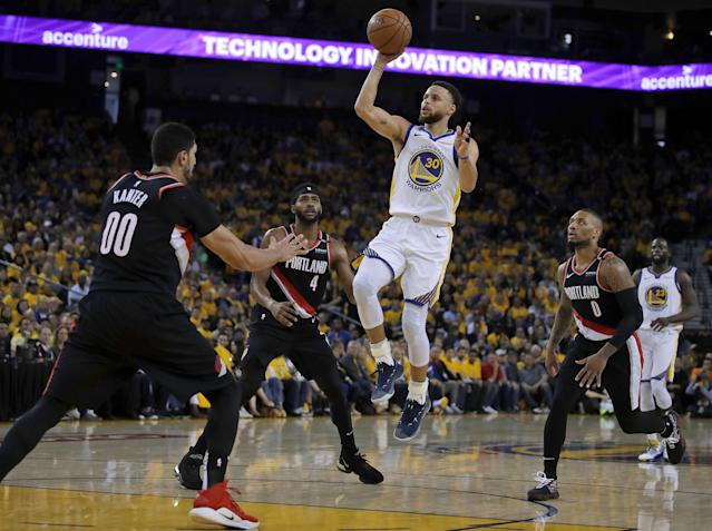 Steph Curry did what he wanted against the Blazers on Tuesday night, scoring 36 points. (AP)