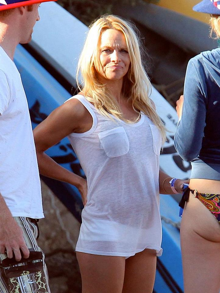 """Also in the 'Bu? Former """"Baywatch"""" blonde Pamela Anderson, who, for quite possibly the first time in her life, covered up her bod while on the beach. Sasha-Mariotto-DR/<a href=""""http://www.x17online.com"""" target=""""new"""">X17 Online</a> - July 4, 2010"""