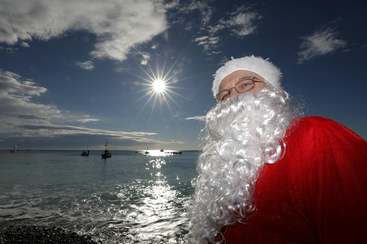 A man dressed as Santa Claus takes part in the traditional Christmas season swim in Nice, France, December 17, 2017.        REUTERS/Eric Gaillard