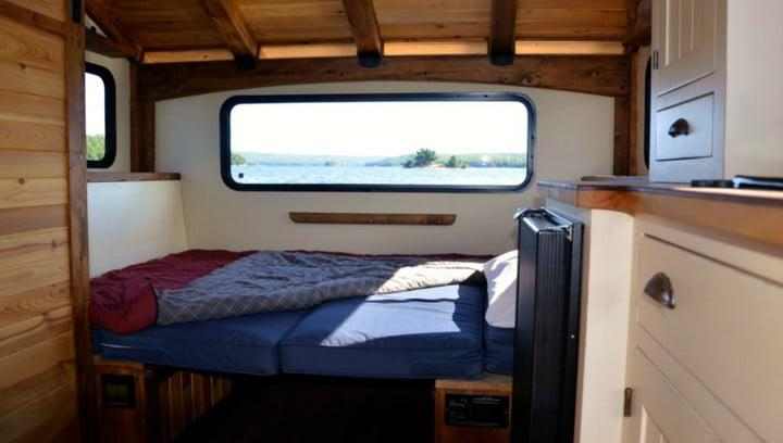 daigno solar powered houseboat 02