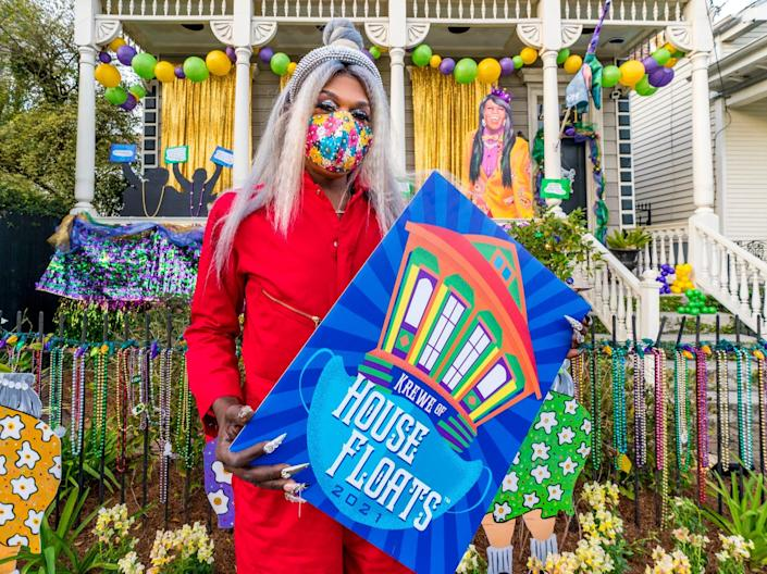 House floats sign New Orleans Mardi Gras 2021