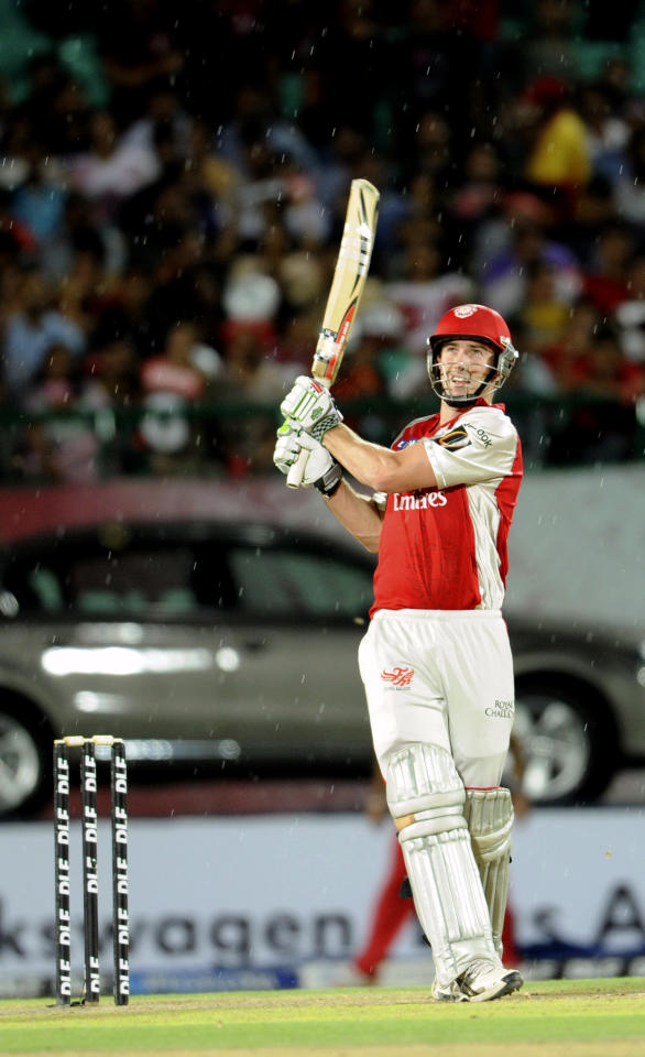 RESTRICTED TO EDITORIAL USEMOBILE USE WITH IN NEWS PACKAGE Kings XI Punjab Shaun Marsh plays a shot during the IPL Twenty20 cricket match between Royal Challengers Bangalore and Kings XI Punjab at The Himachal Pradesh Cricket Association stadiun in Dharamsala on May 17, 2011.    AFP PHOTO/RAVEENDRAN (Photo credit should read RAVEENDRAN/AFP/Getty Images)