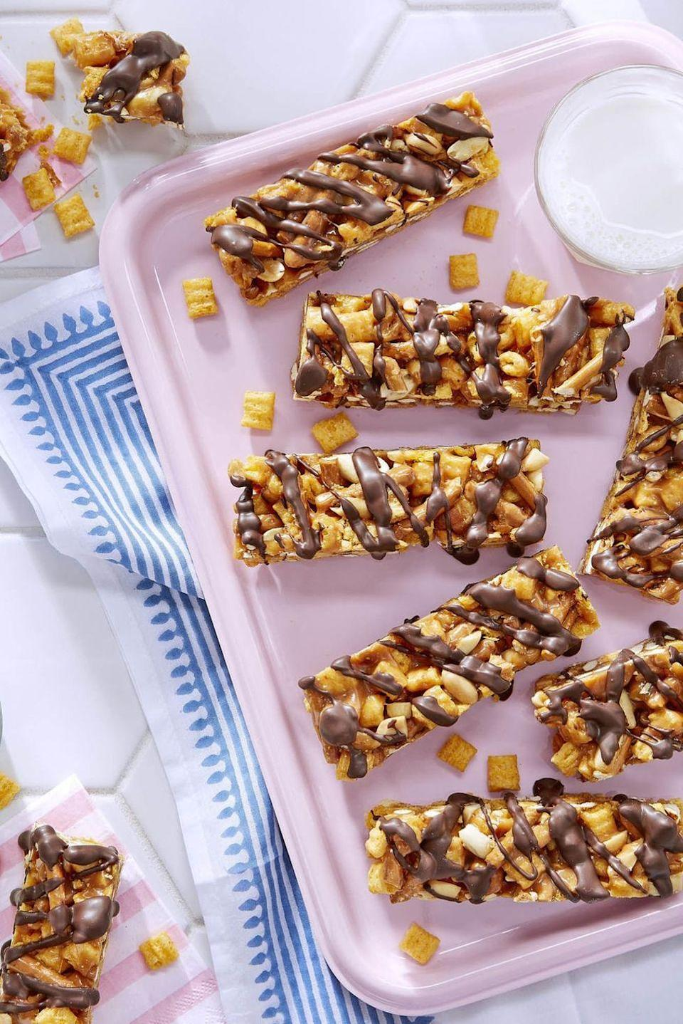 """<p>Turn your favorite childhood cereal into a salty, sweet and crunchy bar that's perfect for packing as a snack!</p><p><em><a href=""""https://www.countryliving.com/food-drinks/recipes/a46344/peanutty-capn-crunch-candy-bars-recipe/"""" rel=""""nofollow noopener"""" target=""""_blank"""" data-ylk=""""slk:Get the recipe from Country Living »"""" class=""""link rapid-noclick-resp"""">Get the recipe from Country Living »</a></em></p>"""