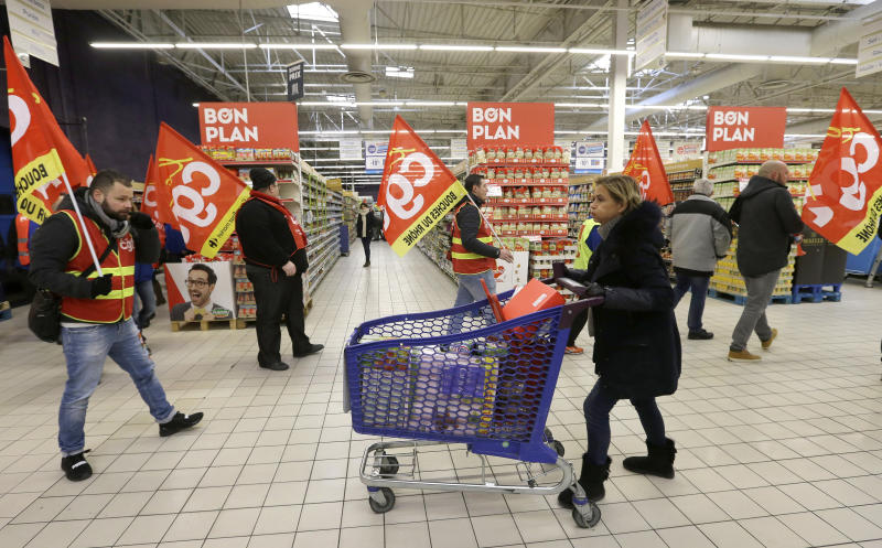 France: Workers at retail giant Carrefour protest job cuts