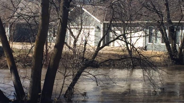 Worst flood in decades threatens 300 properties in Carman, Man.