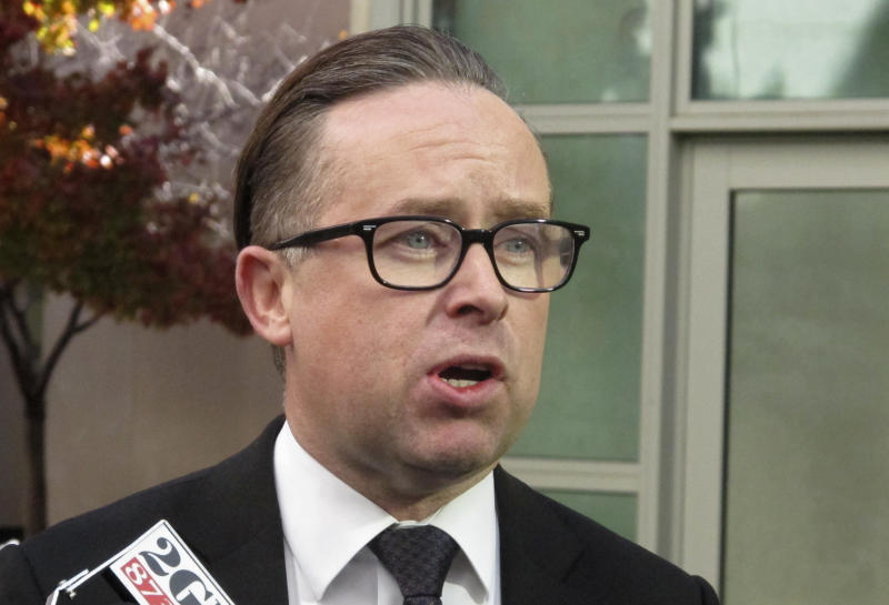 Qantas' Alan Joyce gets pie faced in Perth