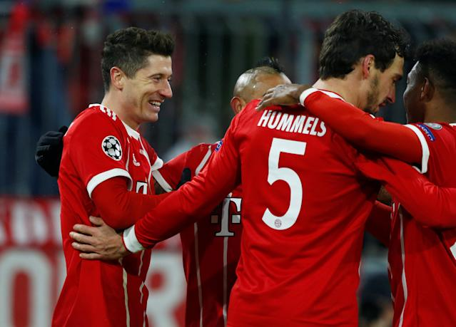 Soccer Football - Champions League Round of 16 First Leg - Bayern Munich vs Besiktas - Allianz Arena, Munich, Germany - February 20, 2018 Bayern Munich's Robert Lewandowski celebrates with team mates after scoring their fourth goal REUTERS/Michaela Rehle