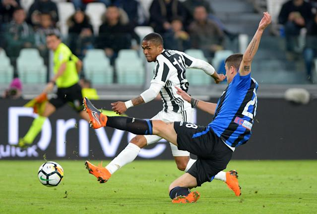 Soccer Football - Serie A - Juventus vs Atalanta - Allianz Stadium, Turin, Italy - March 14, 2018 Juventus' Douglas Costa shoots at goal REUTERS/Massimo Pinca