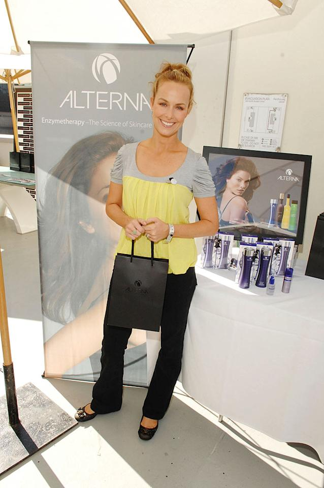 """Melora Hardin leaves her """"Office"""" wear behind and opts for a trendy top. Amy Graves/<a href=""""http://www.wireimage.com"""" target=""""new"""">WireImage.com</a> - September 13, 2007"""