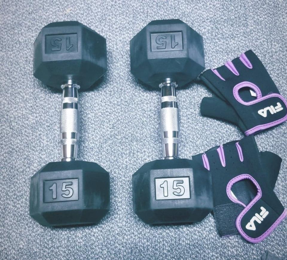 MENCIRO Rubber Encased Hex Dumbbell. Image via Sarah Rohoman.