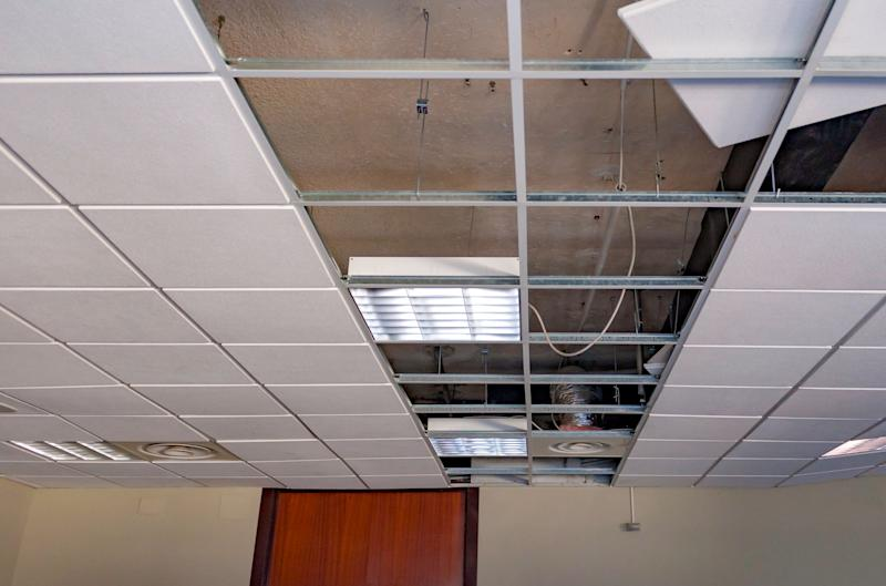 repairing board ceiling with gypsum. In the classroom (Photo: peuceta via Getty Images)