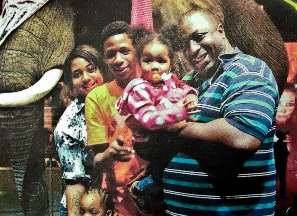 PHOTO: In this undated family file photo provided by the National Action Network, Eric Garner, right, poses with his children during a family outing. (Family photo via National Action Network/AP, FILE)