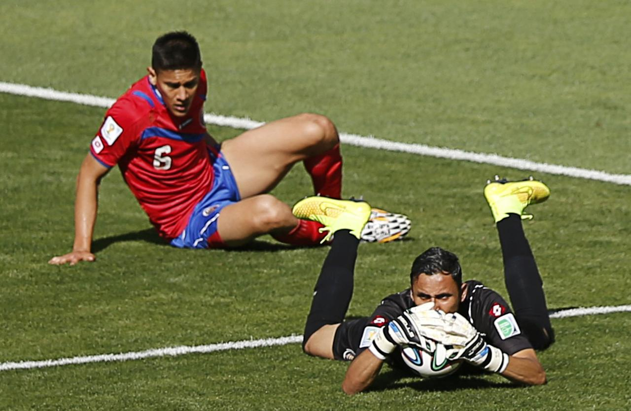 Costa Rica's goalkeeper Keilor Navas saves the ball from England's Adam Lallana (not pictured) during their 2014 World Cup Group D soccer match at the Mineirao stadium in Belo Horizonte June 24, 2014. REUTERS/Leonhard Foeger (BRAZIL - Tags: SOCCER SPORT WORLD CUP)