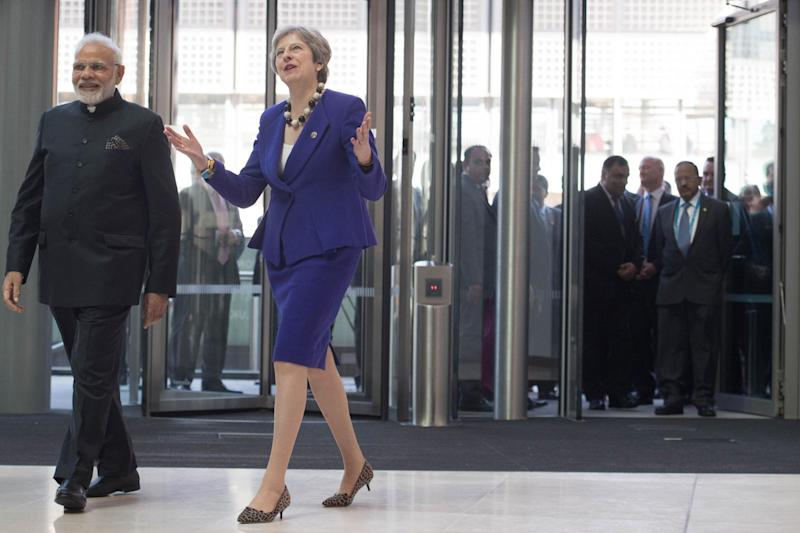 Trade talks: Prime Minister Theresa May and Indian Prime Minister Narendra Modi arrive for a visit to the Francis Crick Institute in London P: PA