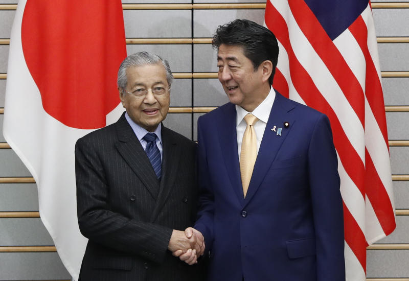 Malaysia's Prime Minister Mahathir Mohamad, left, meets with Japan's Prime Minister Shinzo Abe at Abe's official residence in Tokyo, Tuesday, Nov. 6, 2018. (Issei Kato/Pool Photo via AP)