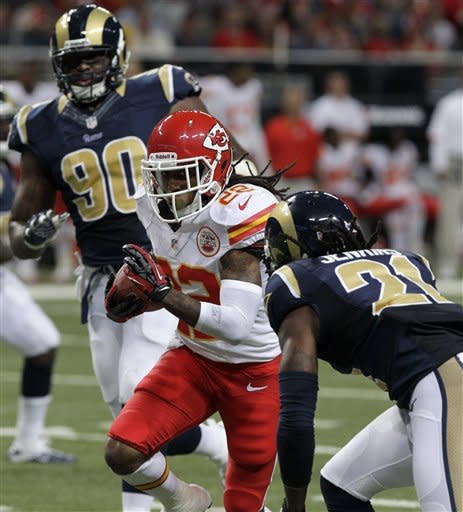 Kansas City Chiefs running back Dexter McCluster, center, runs between St. Louis Rams defensive tackle Michael Brockers, left, and cornerback Janoris Jenkins after catching a pass for an 11-yard gain during the second quarter of a preseason NFL football game on Saturday, Aug. 18, 2012, in St. Louis. (AP Photo/Seth Perlman)