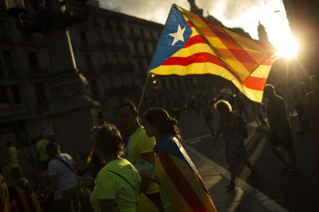 <p>People with estelada or independence flags walk at the end of a big rally during the Catalan National Day in Barcelona, Spain, Monday Sept. 11, 2017. (Photo: Francisco Seco/AP) </p>