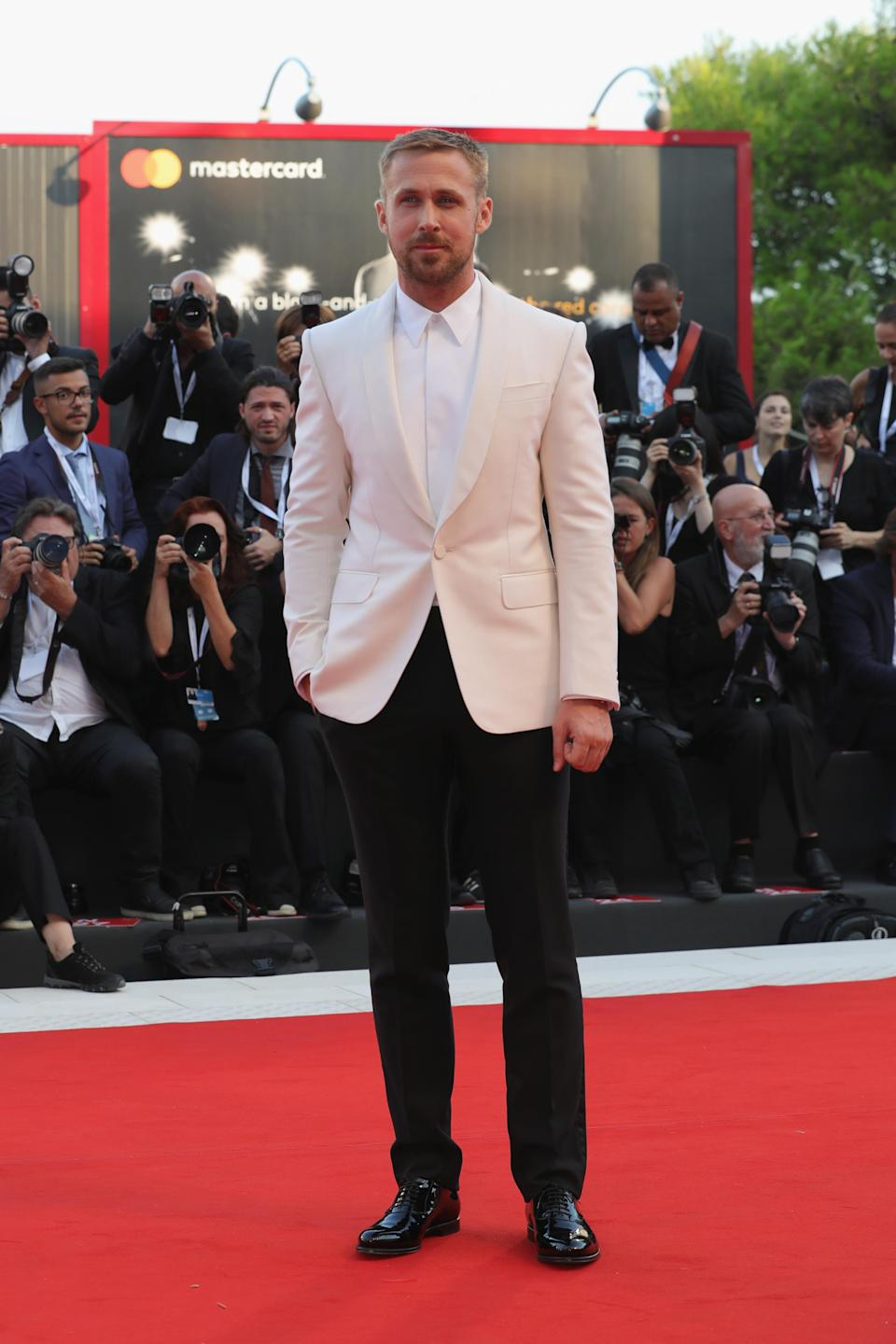 <p>Ryan paired black trousers with a white jacket and shirt for the premiere of his new film. <em>[Photo: Getty]</em> </p>