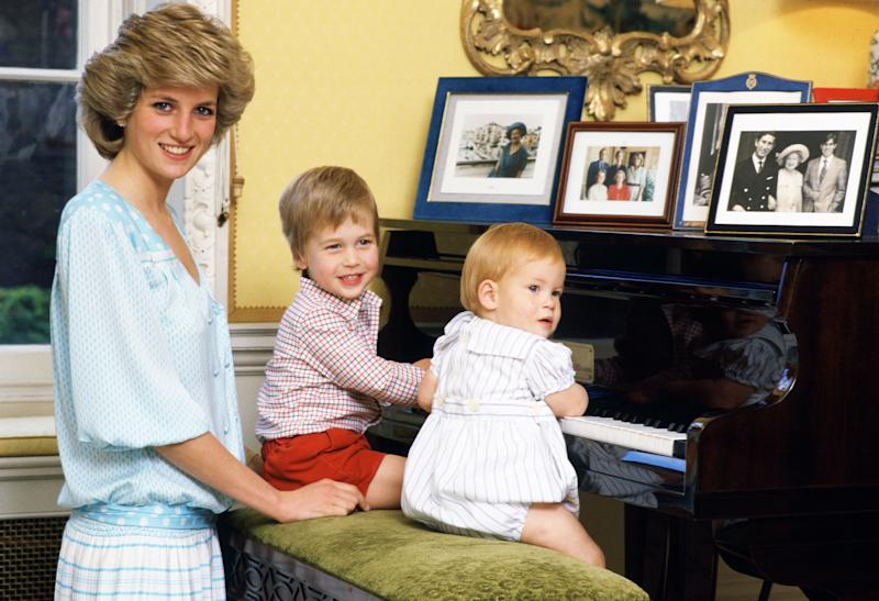 UNITED KINGDOM - OCTOBER 04: Diana, Princess of Wales with her sons, Prince William and Prince Harry, at the piano in Kensington Palace (Photo by Tim Graham Photo Library via Getty Images)