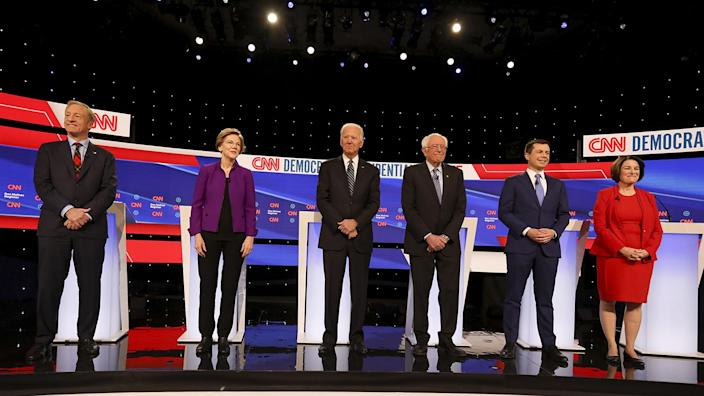 The candidates stand on stage at the start of Tuesday's debate in Des Moines. (Photo: Daniel Acker/Bloomberg via Getty Images)