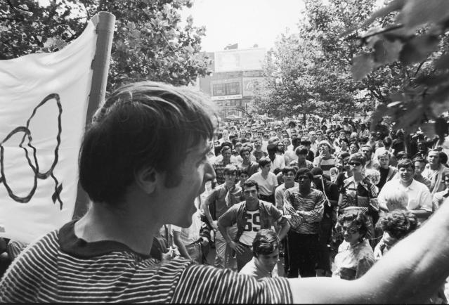 One month after the demonstrations and conflict at the Stonewall Inn, activist Marty Robinson speaks to a crowd of approximately 200 people before marching in the first mass rally in support of gay rights in New York City, July 27, 1969. (Photo: Fred W. McDarrah/Getty Images)