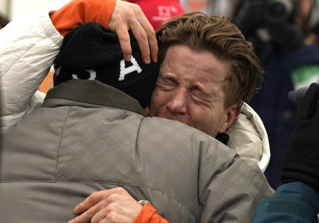 <p>Shaun White of the USA celebrates after winning the Men's Snowboard Halfpipe Final at the Bokwang Phoenix Park during the PyeongChang 2018 Olympic Games, South Korea, 14 February 2018. (Fénix, Corea del Sur, Estados Unidos) EFE/EPA/SERGEI ILNITSKY </p>