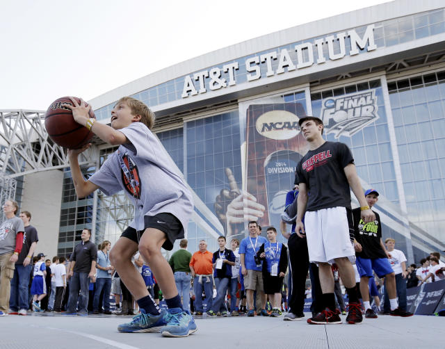 Fans play a basketball skills game outside AT&T Stadium before the NCAA Final Four tournament college basketball championship game between Connecticut and Kentucky Monday, April 7, 2014, in Arlington, Texas. (AP Photo/Eric Gay)