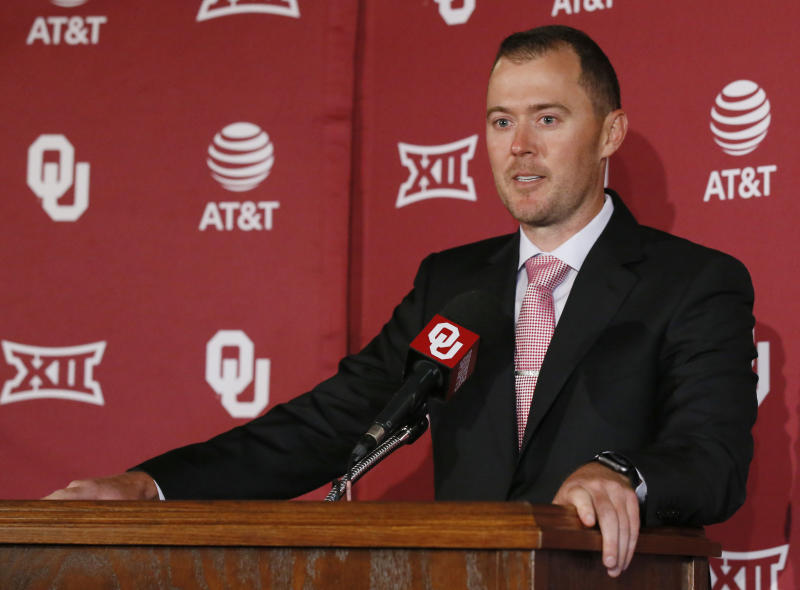 Oklahoma football coach Bob Stoops retires at 56
