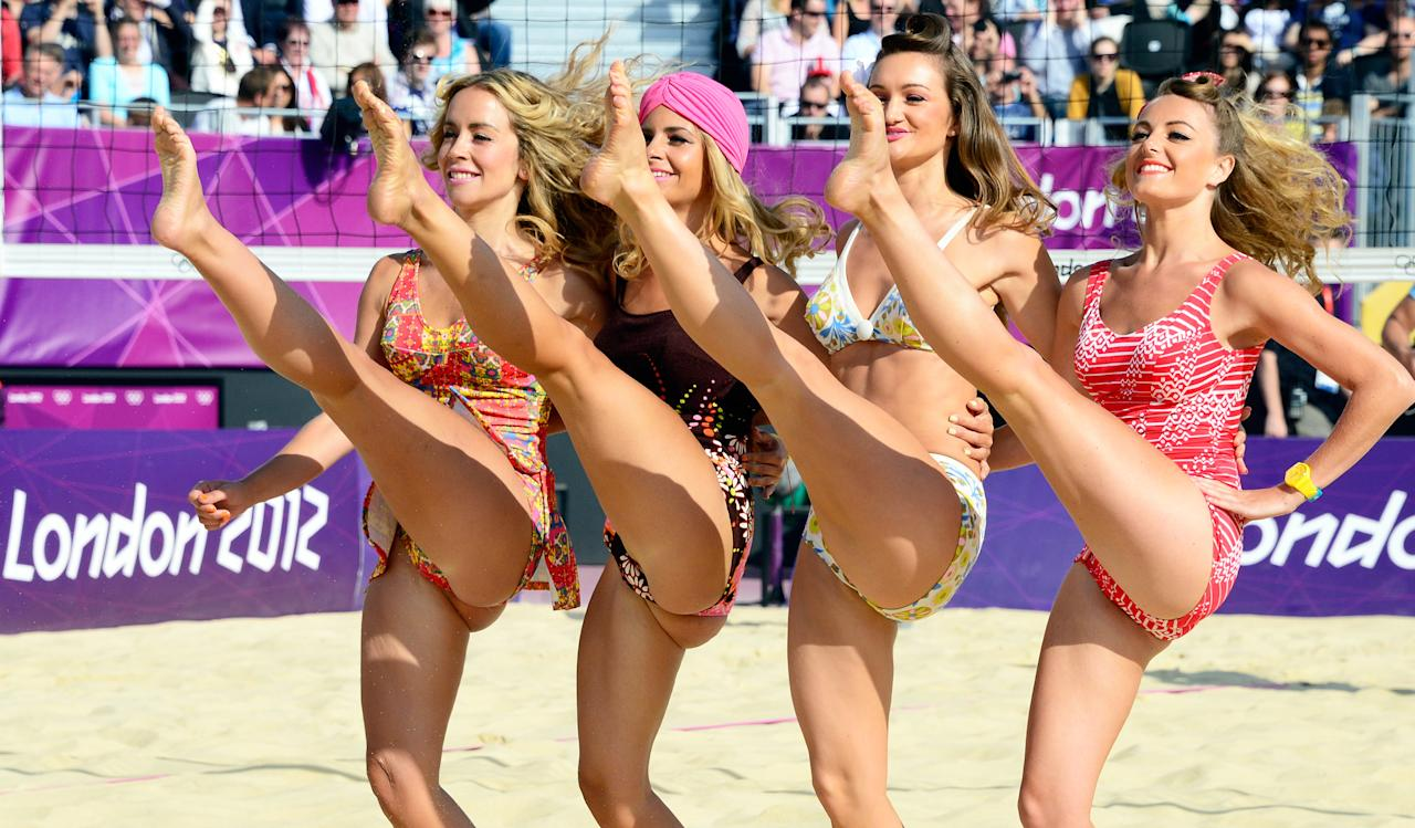 Cheerleaders perform during the women beach volleyball round of 16 match between Germany's Laura Ludwig and Sara Goller against compatriots Katrin Holtwick and Ilka Semmler on The Centre Court Stadium in Horse Guards Parade in London on August 3, 2012, for the London 2012 Olympic Games. Ludwig and Goller won 2-0.     AFP PHOTO / DANIEL GARCIA