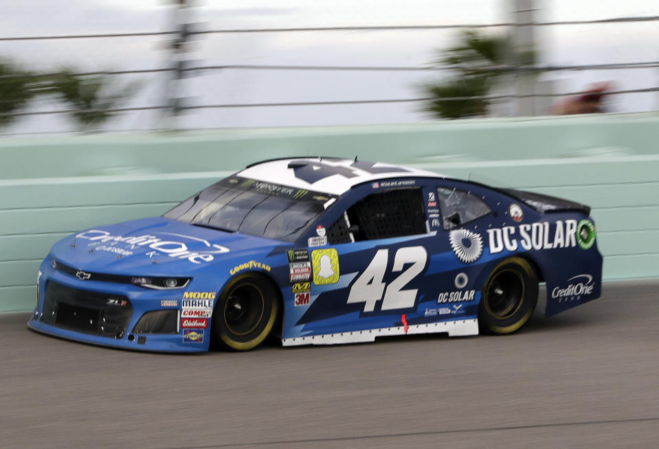 Kyle Larson (42) drives during a NASCAR Cup Series Championship auto race at Homestead-Miami Speedway, Sunday, Nov. 18, 2018, in Homestead, Fla. (AP Photo/Lynne Sladky)