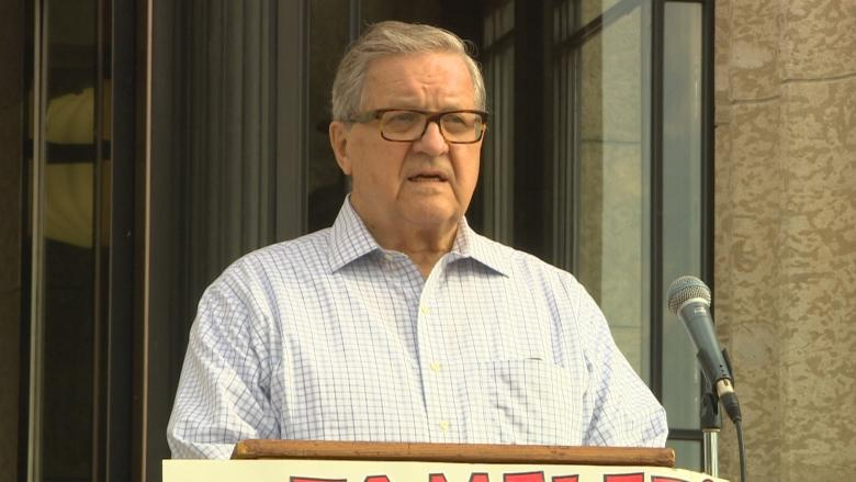 Axworthy calls on feds to suspend Safe Third Country Agreement