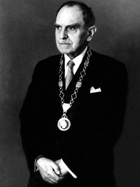 Portrait taken 3 march 1959 German physical chemist Otto Hahn, decorated with chain of president of Max-Planck-Society, for his 80th birthday (AFP Photo/)
