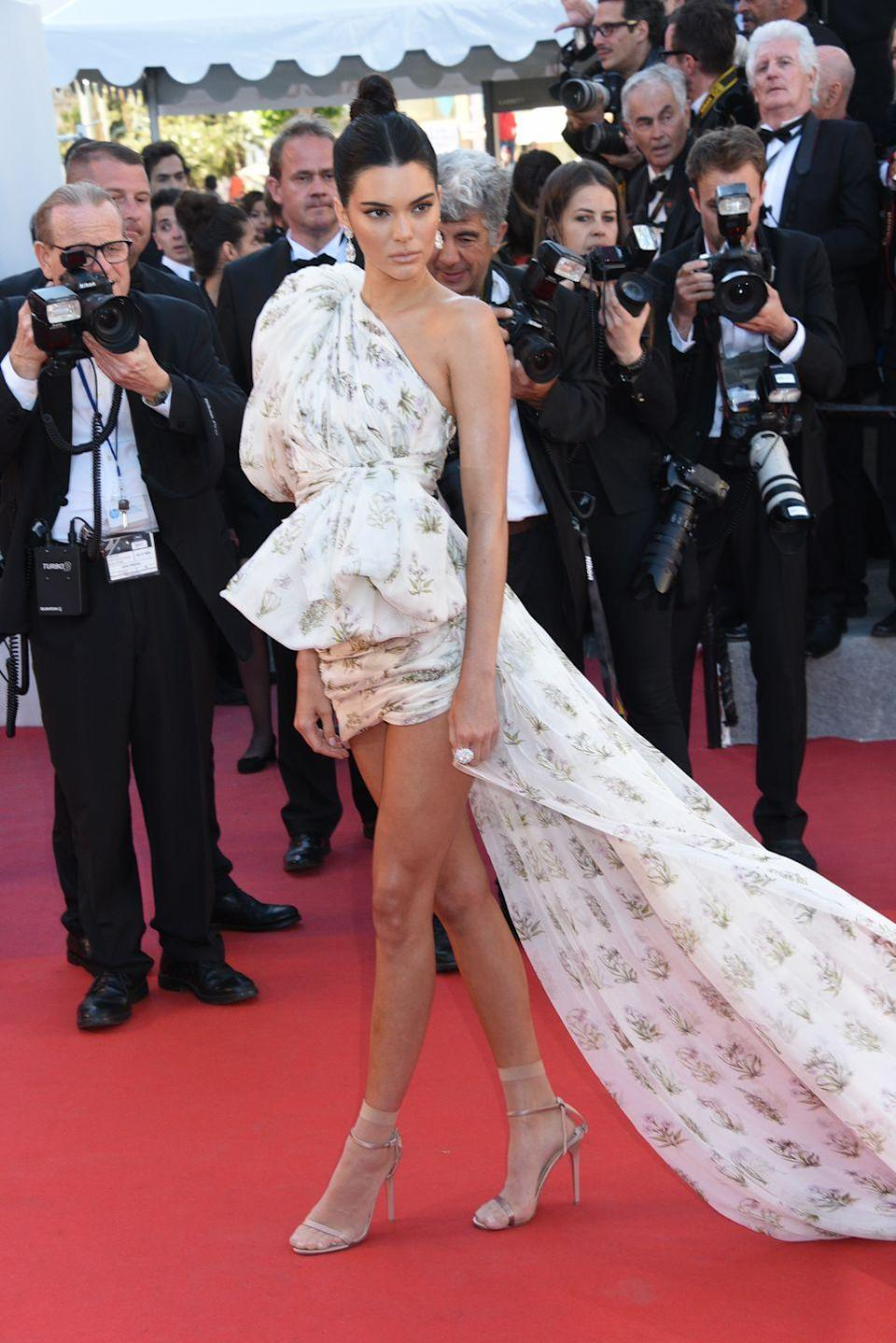 <p>Kendall wowed the crowds with her Giambattista Valli Couture dress at Cannes 2017.</p>