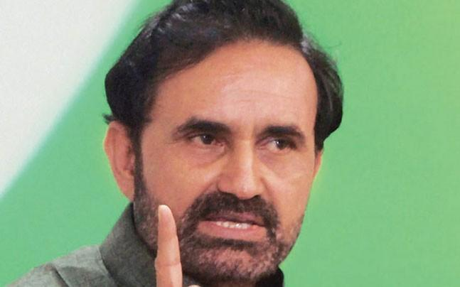 <p>While senior Gujarat Congress leader Shaktisinh Gohil will contest from Mandvi, Indranil Rajyaguru has been pitted against CM Vijay Rupani from Rajkot West. </p>