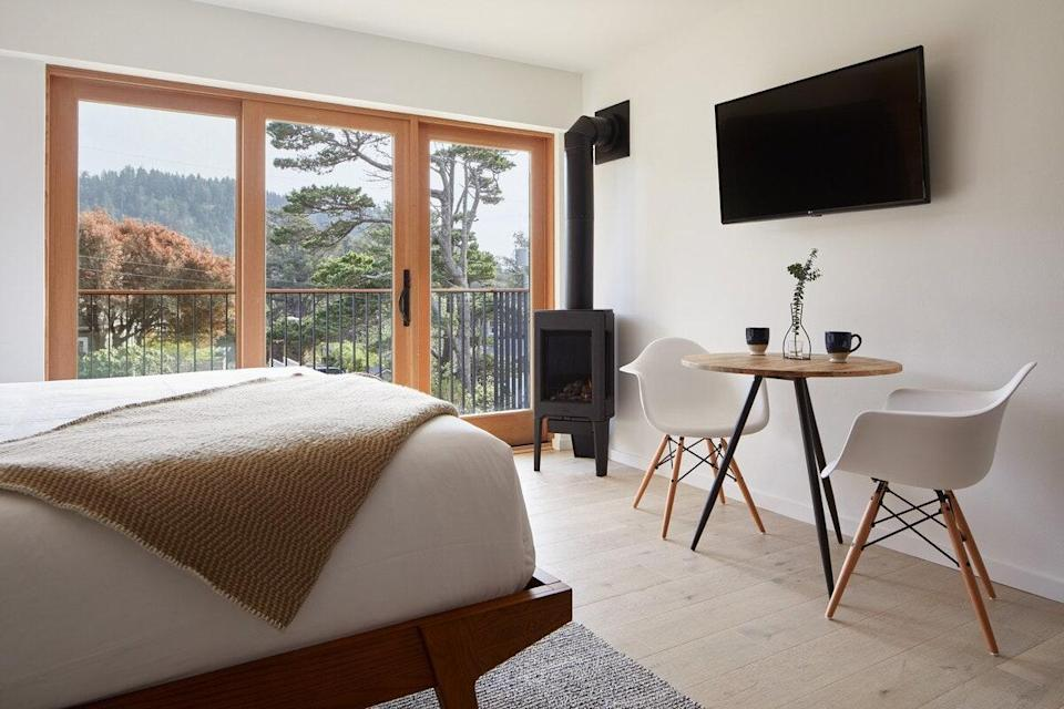 """<p><strong>Bedrooms:</strong> 1<br> <strong>Bathrooms:</strong> 1<br> <strong>Minimum stay:</strong> 2 nights</p> <p>Another one of the best Oregon Airbnbs we've spotted is this boutique hotel in the trees. It comes complete with a full kitchen, contemporary, upscale furnishings, and easy access to the Pacific Ocean. The shared lower deck offers a barbecue, lounge area, and a shuffleboard table. The surrounding area has plenty to do, from golfing, kiteboarding, surfing, hiking, and biking to crabbing, clamming, and fishing.</p> $223, Airbnb (Starting Price). <a href=""""https://www.airbnb.com/rooms/34319341"""" rel=""""nofollow noopener"""" target=""""_blank"""" data-ylk=""""slk:Get it now!"""" class=""""link rapid-noclick-resp"""">Get it now!</a>"""