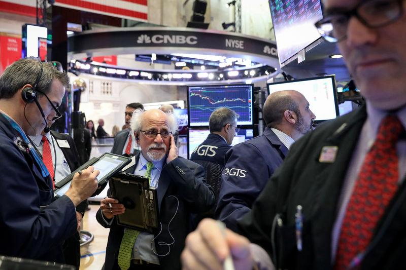 Traders work on the floor of the New York Stock Exchange (NYSE) in New York, U.S., November 5, 2018. REUTERS/Brendan McDermid