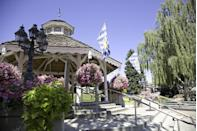 """<p>This town has a Bavarian village feel that makes it <a href=""""https://go.redirectingat.com?id=74968X1596630&url=https%3A%2F%2Fwww.tripadvisor.com%2FTourism-g58560-Leavenworth_Washington-Vacations.html&sref=https%3A%2F%2Fwww.esquire.com%2Flifestyle%2Fg35036575%2Fsmall-american-town-destinations%2F"""" rel=""""nofollow noopener"""" target=""""_blank"""" data-ylk=""""slk:a must-visit"""" class=""""link rapid-noclick-resp"""">a must-visit</a> during Oktoberfest and during the holiday season. Take in spectacular views of the Pacific Northwest on nearby hiking trails or just take it easy with some shopping and wine tasting.</p>"""