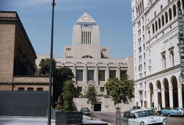 """<p>...the Los Angeles Public Library was used to <a href=""""https://www.uselessdaily.com/news/arrow-98-amazing-facts-about-the-tv-series-list/#.Wiq8wBNSxAY"""" rel=""""nofollow noopener"""" target=""""_blank"""" data-ylk=""""slk:shoot"""" class=""""link rapid-noclick-resp"""">shoot</a> exterior shots of the police headquarters.</p>"""