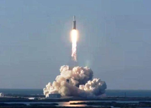 SpaceX's Falcon Heavy rocket lifts off from Kennedy Space Center's Launch Complex 39A in Florida. (SpaceX via YouTube)
