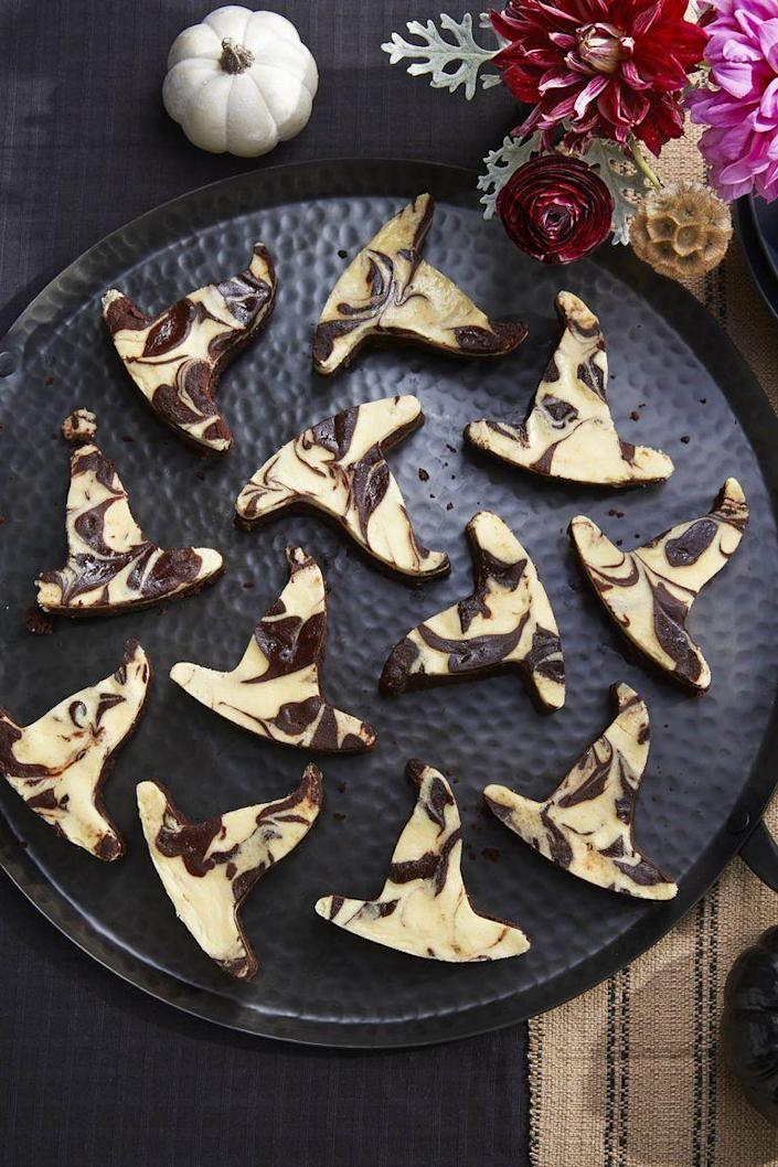 """<p>What's a dessert table without brownies? Jazz yours up with this fun black-and-white combo. </p><p><strong><em>Get the recipe at <a href=""""https://www.countryliving.com/food-drinks/a23317932/black-bottom-brownies-recipe/"""" rel=""""nofollow noopener"""" target=""""_blank"""" data-ylk=""""slk:Country Living"""" class=""""link rapid-noclick-resp"""">Country Living</a>. </em></strong><br></p>"""