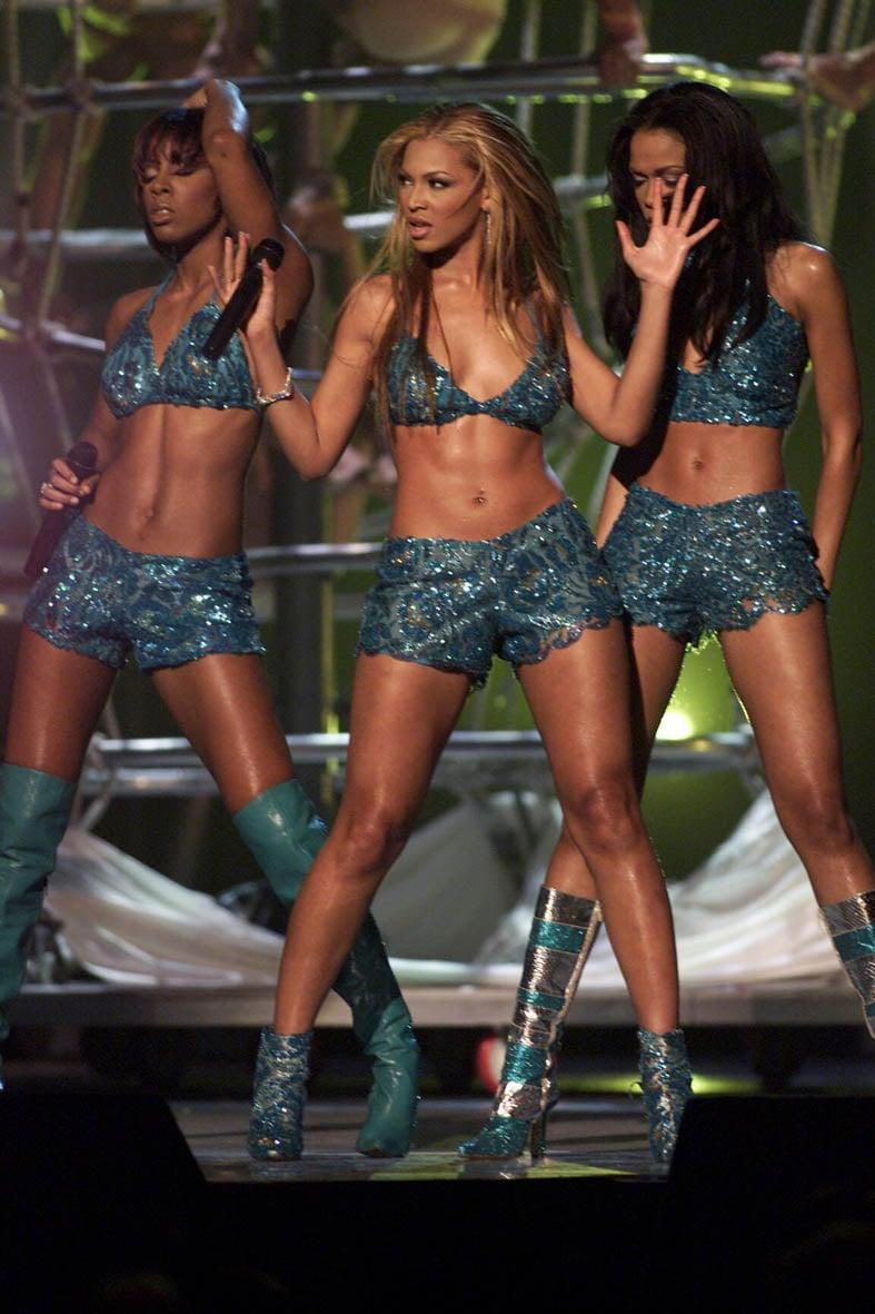 <p>Performing on stage at the 2001 Grammy Awards wearing blue embellished crop tops and shorts.</p>