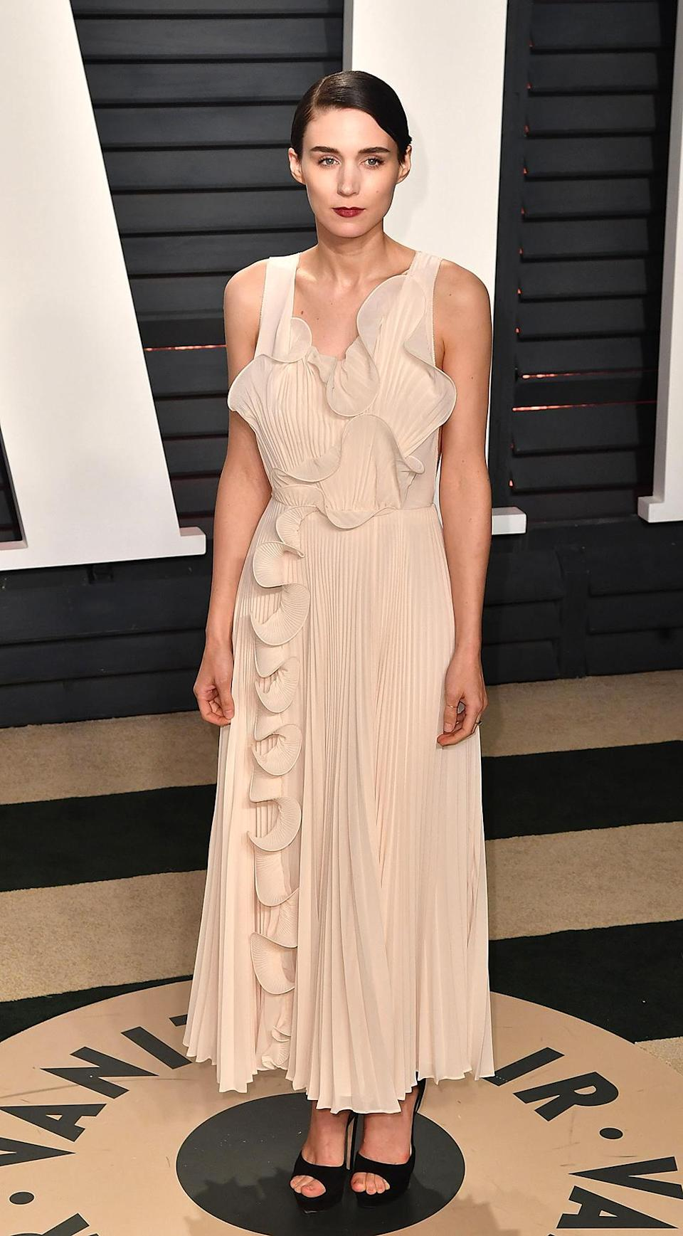 <p>Rooney Mara attends the 2017 Vanity Fair Oscar Party Hosted by Graydon Carter at the Wallis Annenberg Center for the Performing Arts on February 26, 2017 in Beverly Hills, California. (Photo by C Flanigan/Getty Images) </p>