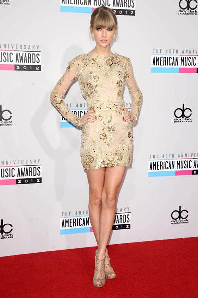 "<b>Best dressed: Taylor Swift</b><br><br>The country singer looked picture perfect in a gold sparkly minidress by <a target=""_blank"" href=""http://uk.lifestyle.yahoo.com/photos/kristen-stewart-her-twilight-style-evolution-in-pictures-slideshow/"">Kristen Stewart</a>'s favourite designer, Zuhair Murad at the AMAs. She completed the look with matching gold Jimmy Choo sandals and contrasting red nails."