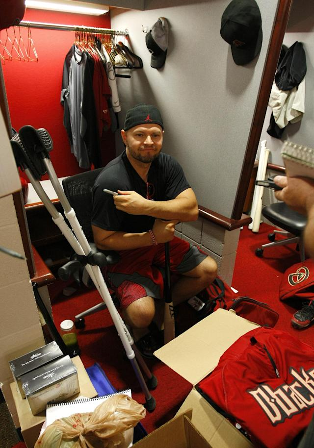 Arizona Diamondbacks Cody Ross (7) cleans out his locker after the last game of the season against the Washington Nationals on Sunday, Sept 29, 2013, in Phoenix. (AP Photo/Rick Scuteri)