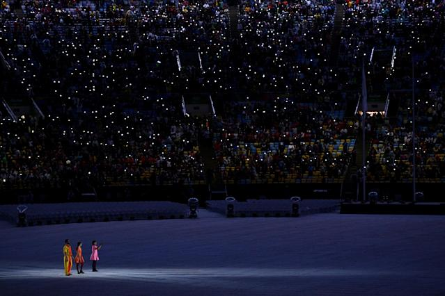 <p>Performers entertain the crowd prior to the Closing Ceremony on Day 16 of the Rio 2016 Olympic Games at Maracana Stadium on August 21, 2016 in Rio de Janeiro, Brazil. (Photo by David Ramos/Getty Images) </p>